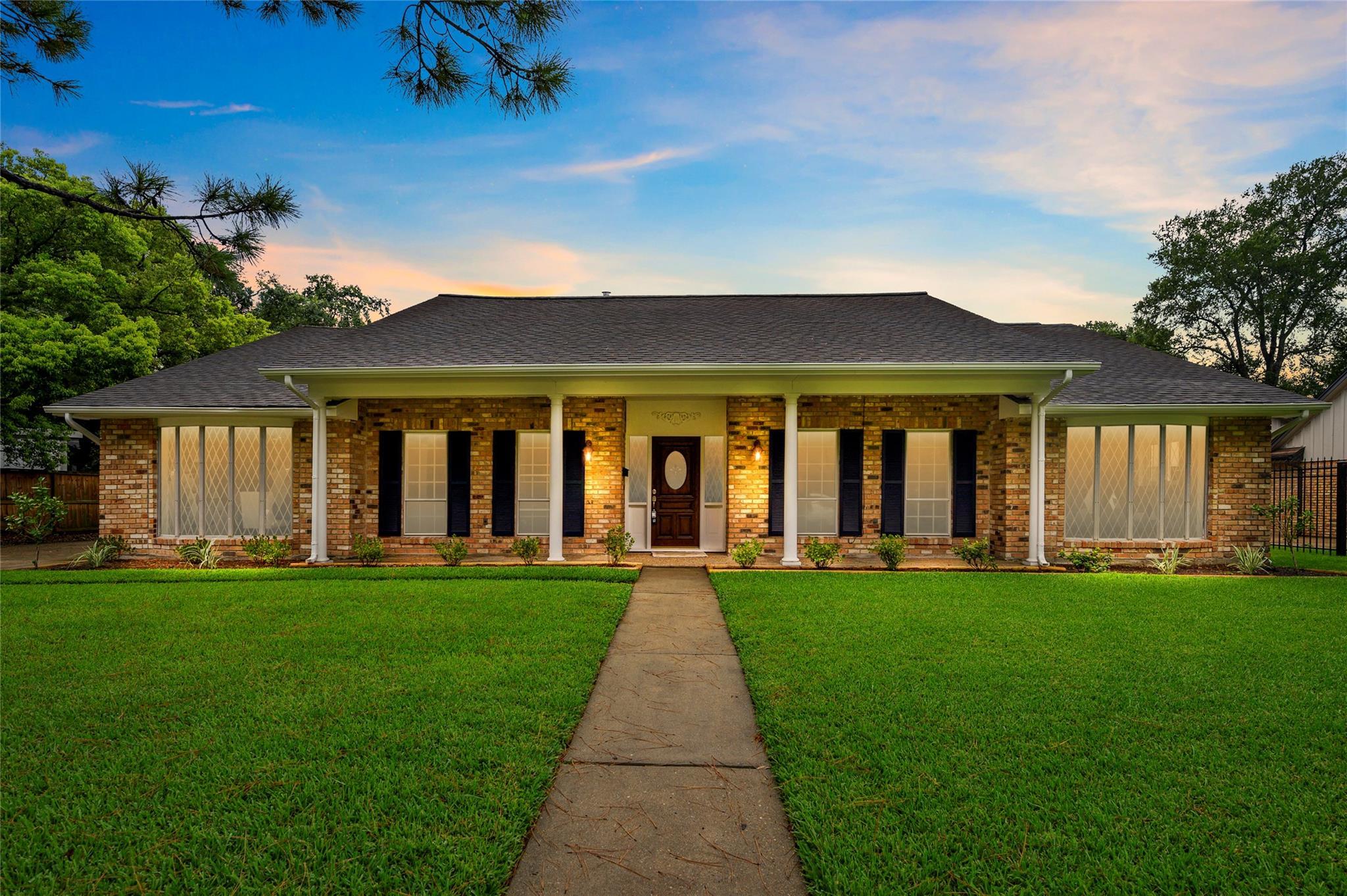 8018 Glenloch Drive Property Photo - Houston, TX real estate listing