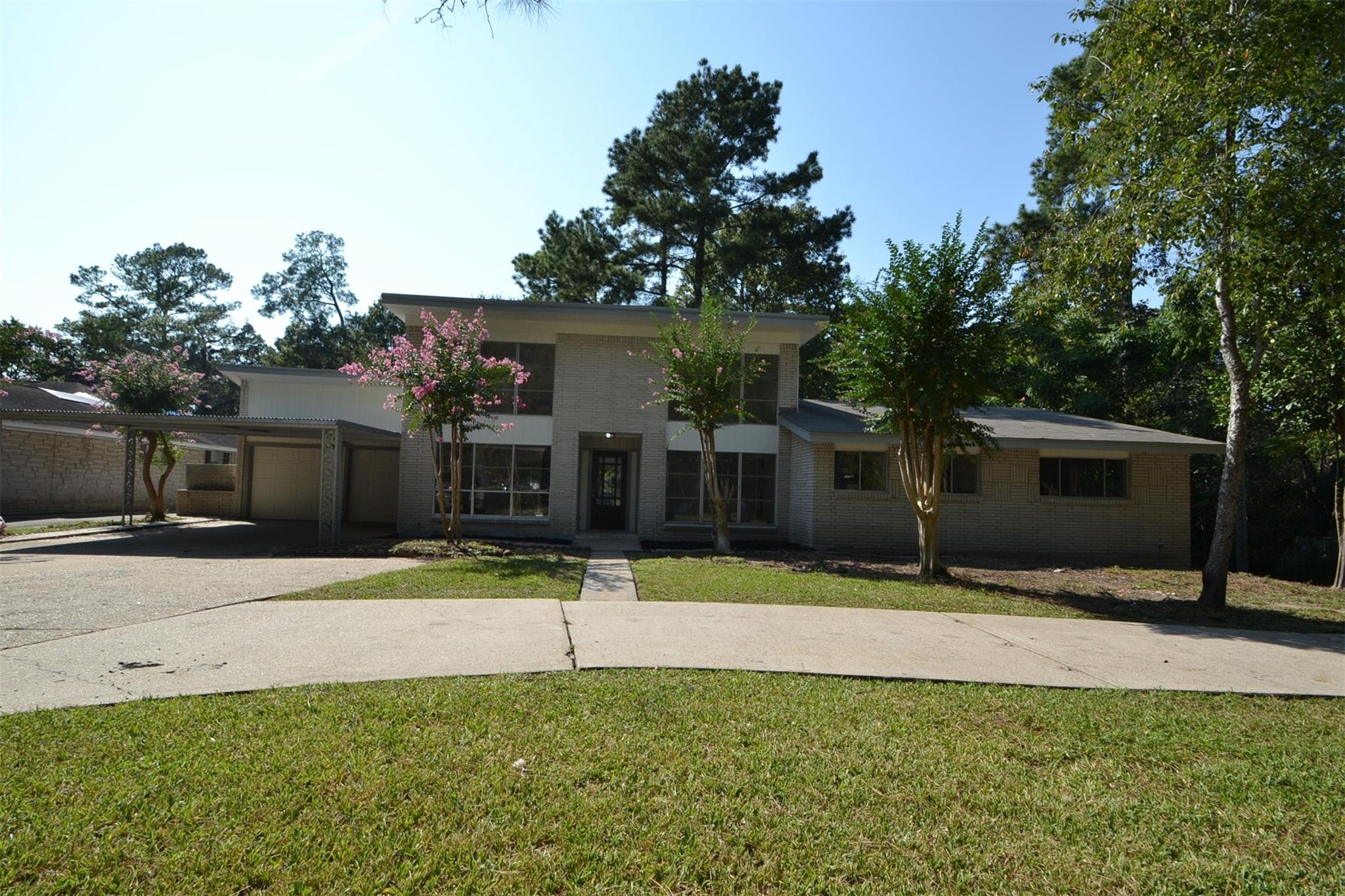 2102 Forest Oaks Drive Property Photo - Houston, TX real estate listing