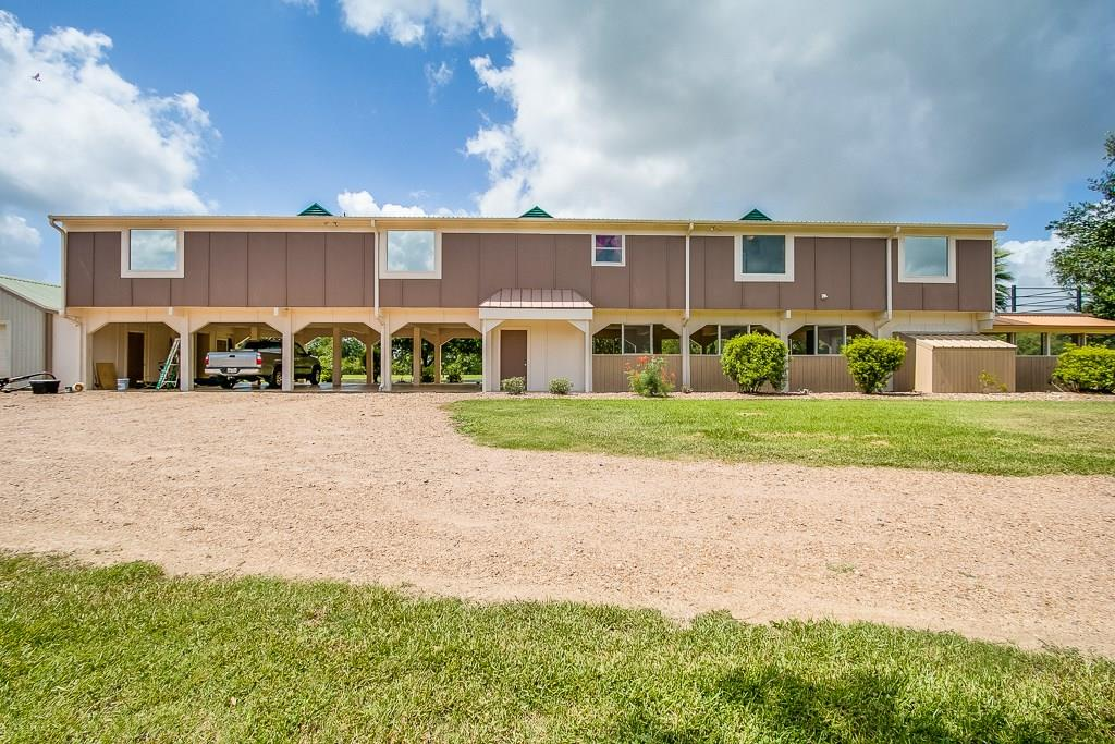 896 Sparks Lane Property Photo - Boling, TX real estate listing