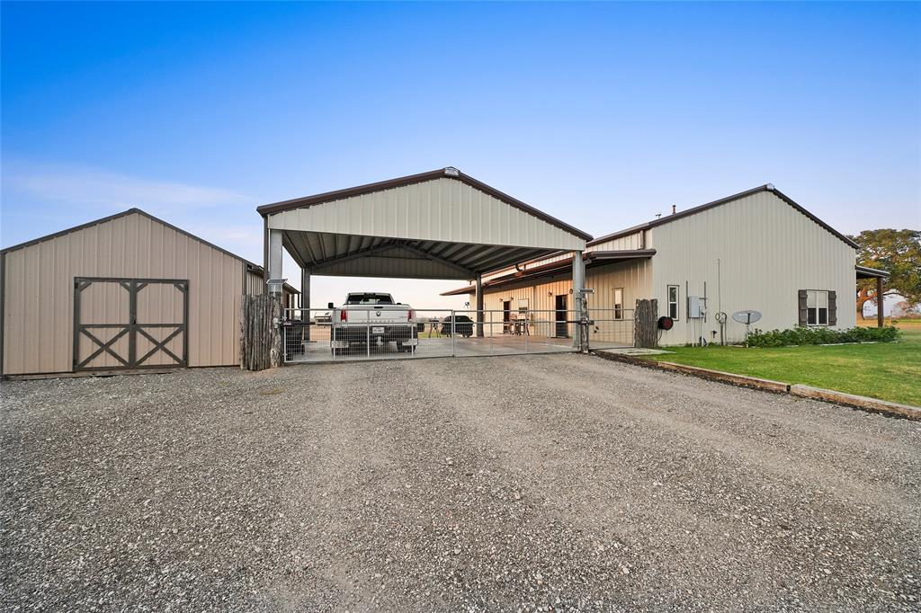 4066 Twin Oaks Lane, Sealy, TX 77474 - Sealy, TX real estate listing