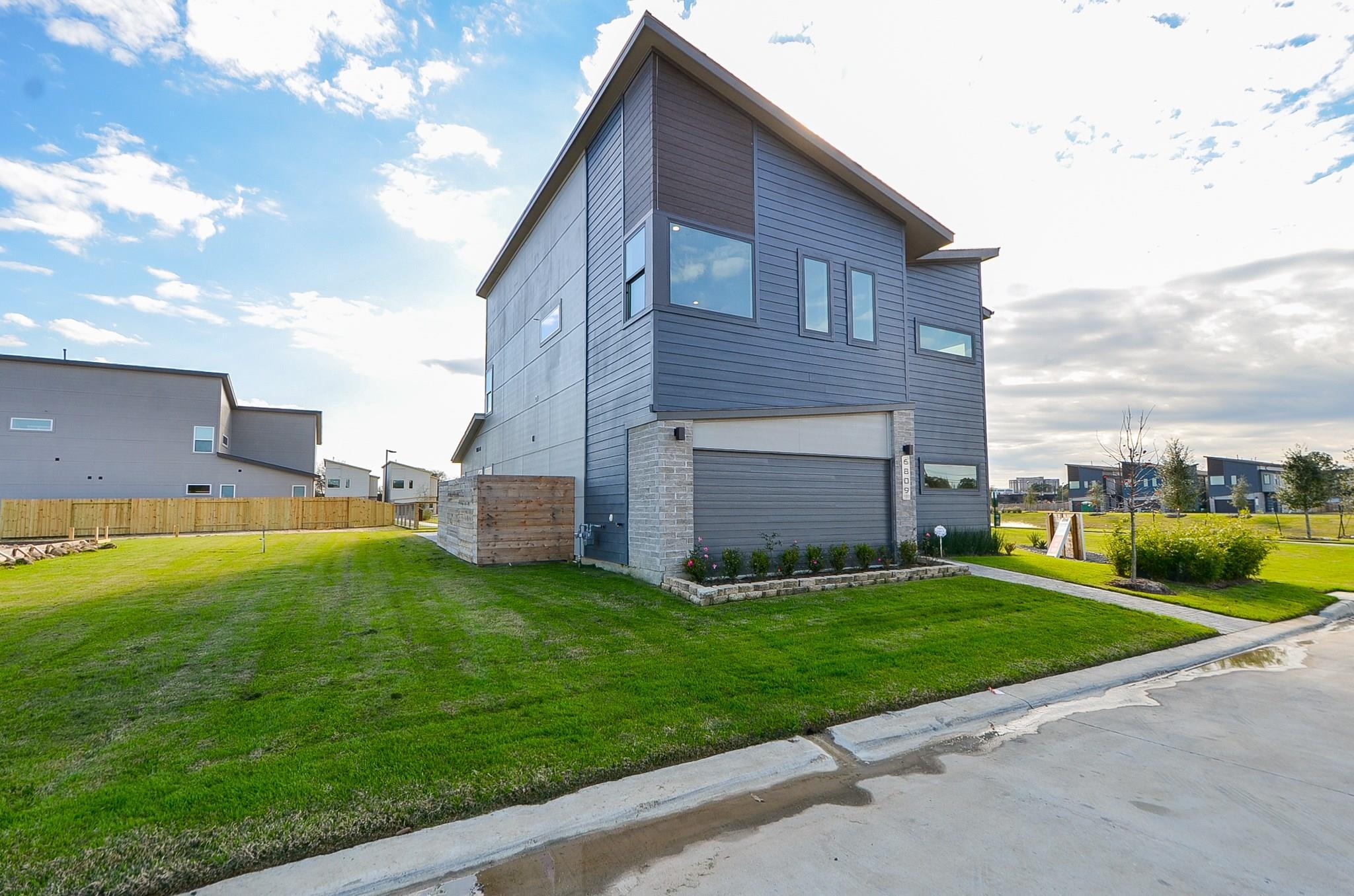 6820 Rocinante Lane Property Photo - Houston, TX real estate listing