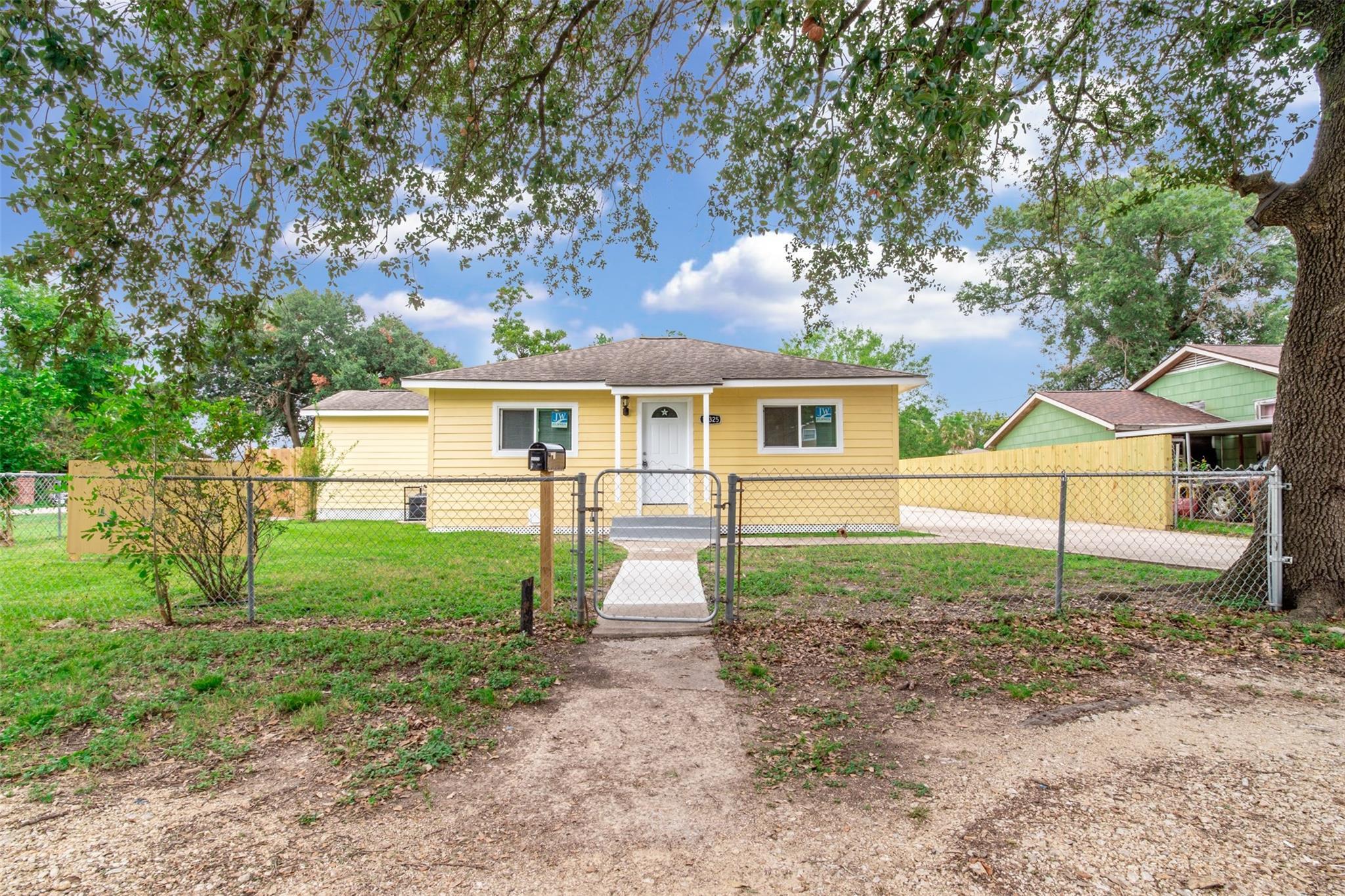 10325 N N Oswego Street Property Photo - Houston, TX real estate listing