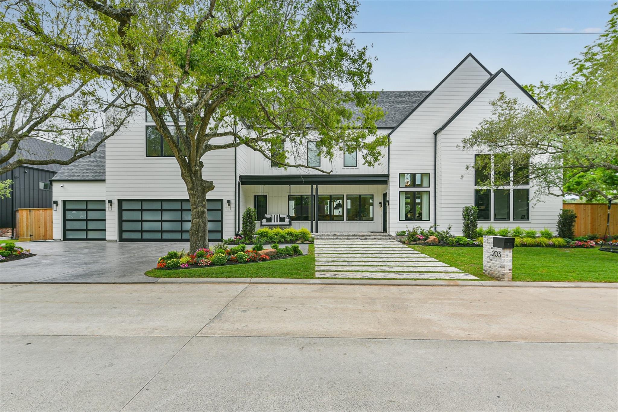 203 W Shadowbend Avenue Property Photo