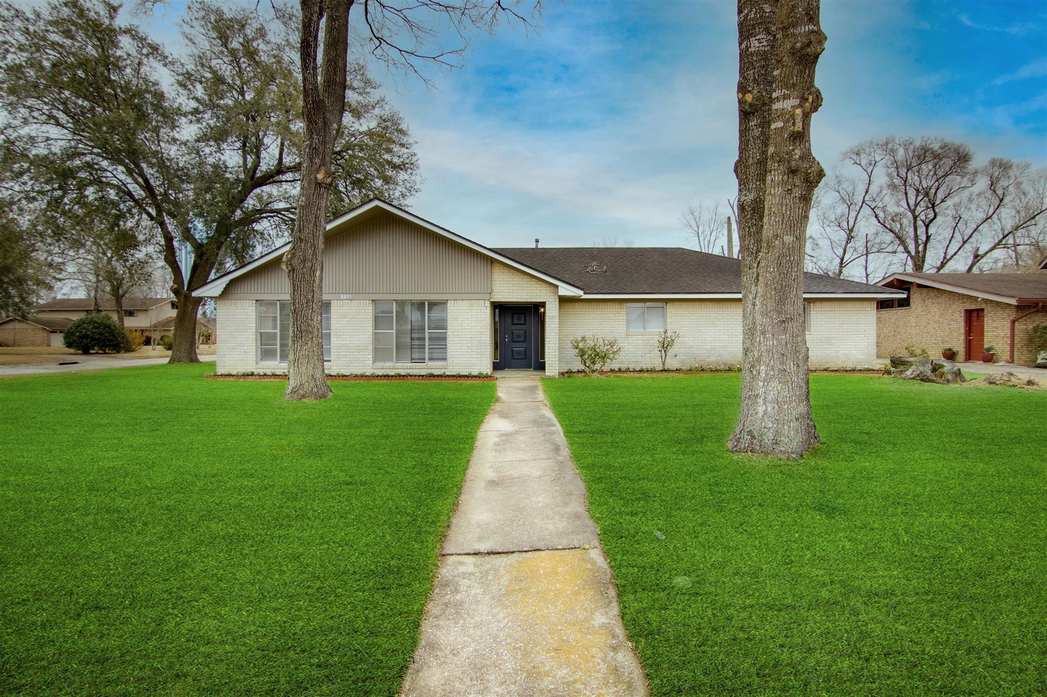 3215 Blossom Drive Property Photo 1