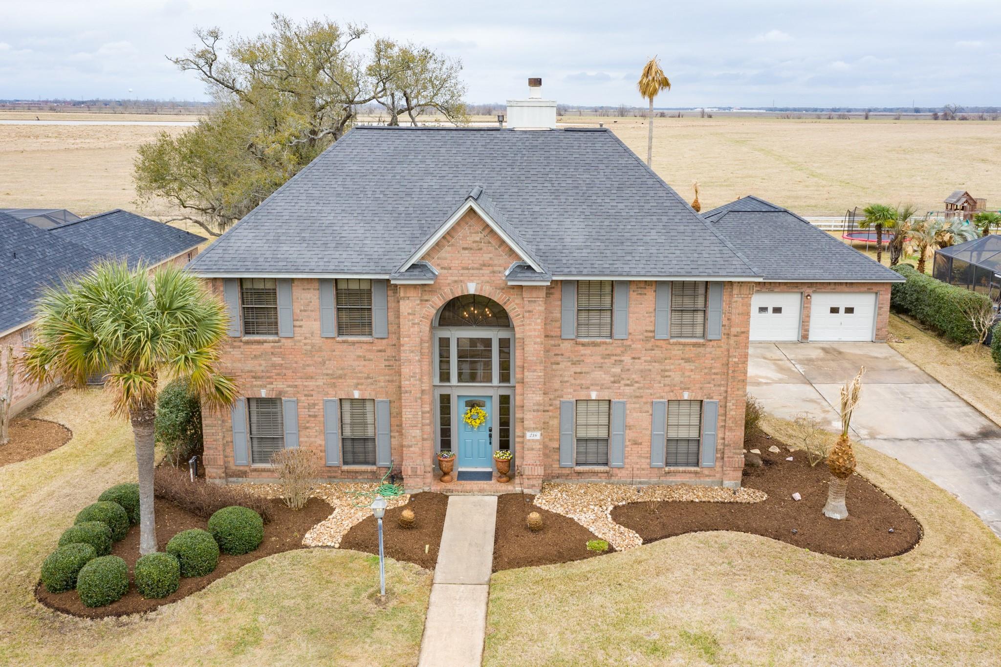 216 River Oaks Drive Property Photo - Lake Jackson, TX real estate listing