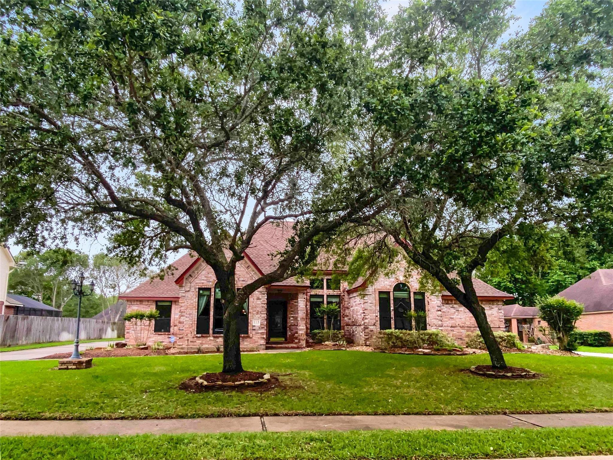 113 Paint Brush Street Property Photo - Lake Jackson, TX real estate listing