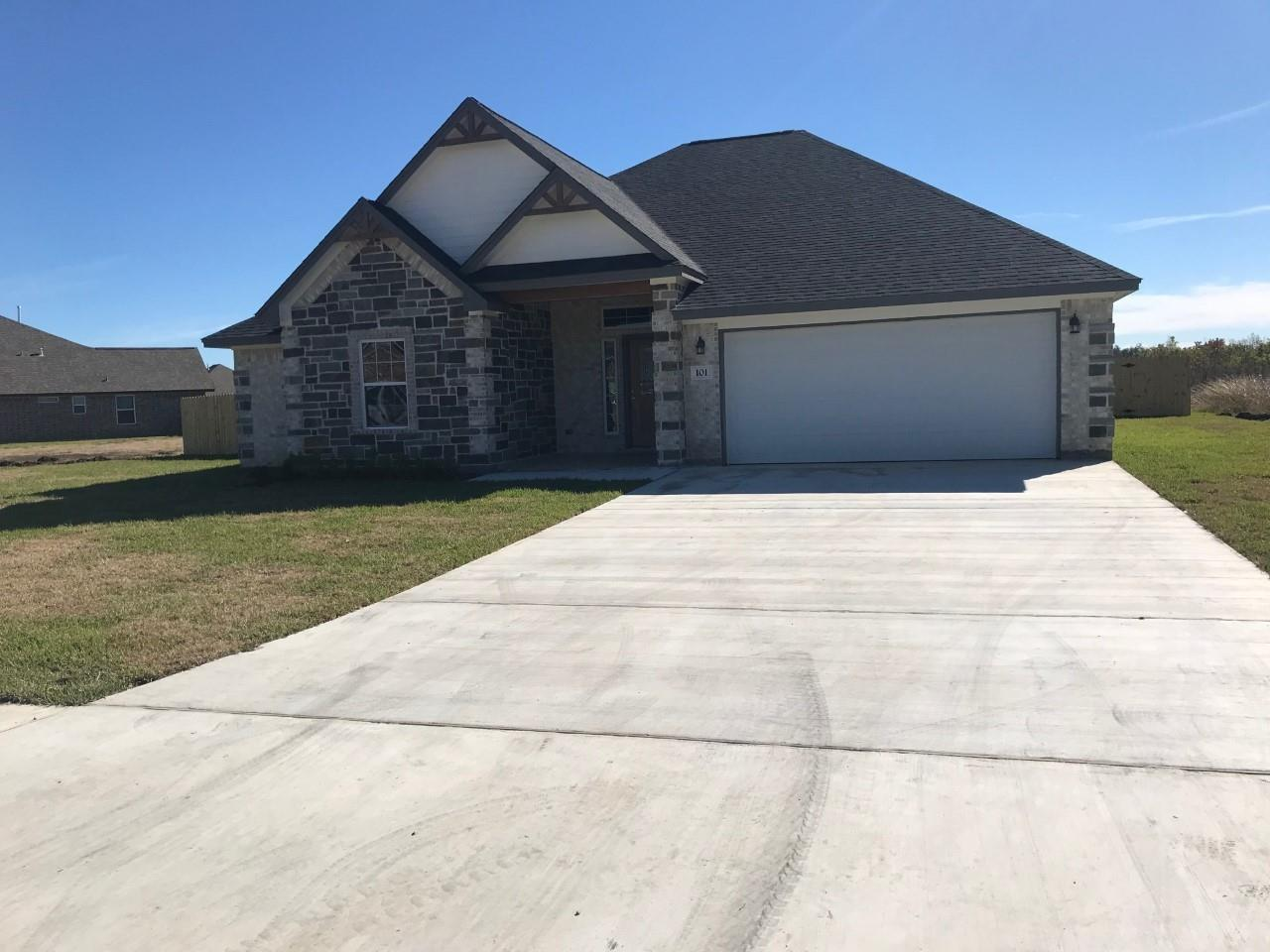 101 Liberty Lane Property Photo - Clute, TX real estate listing