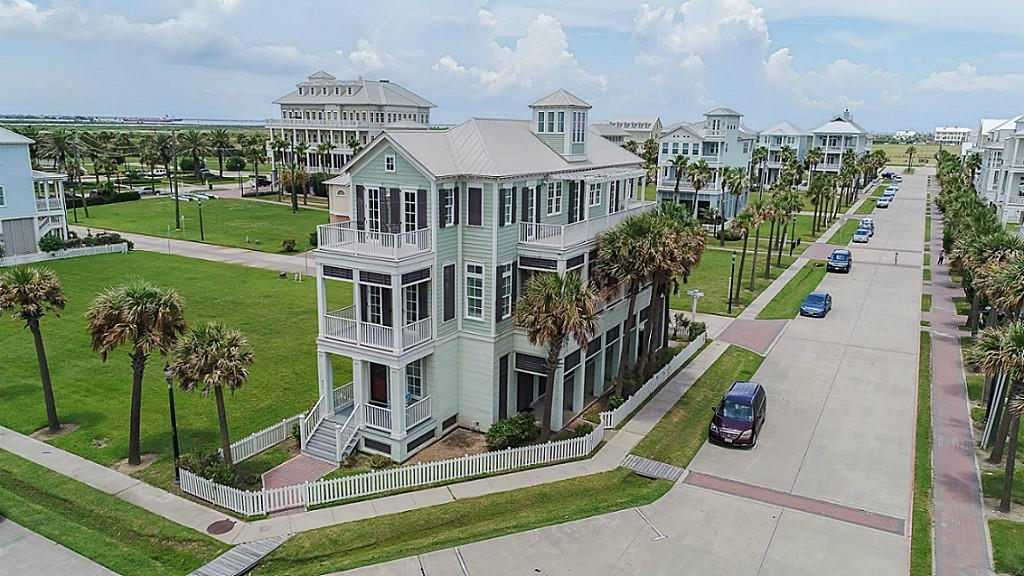 822 Ramsar Road Property Photo - Galveston, TX real estate listing
