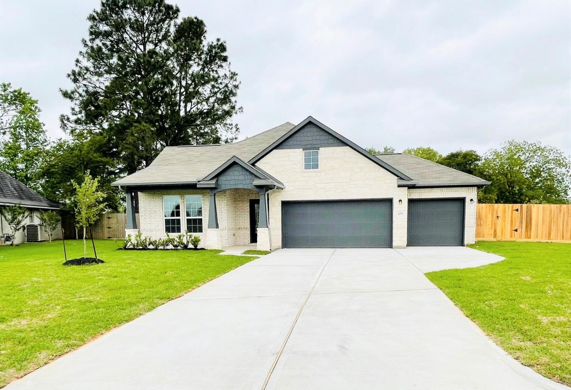 409 Countryside Property Photo - West Columbia, TX real estate listing