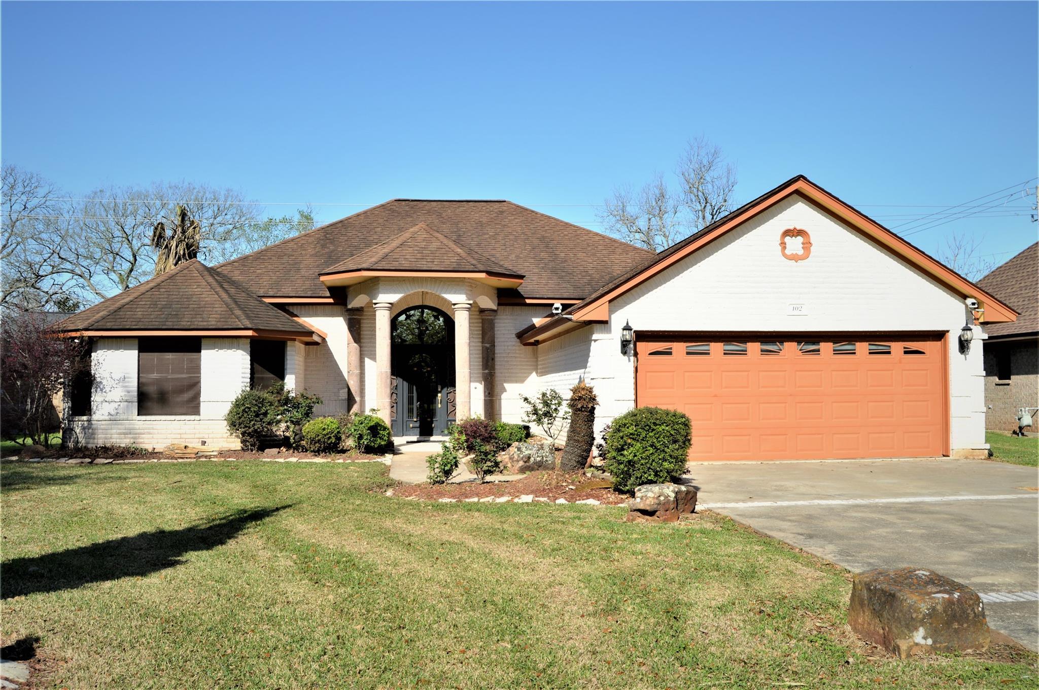 102 Lexington Avenue Property Photo - Clute, TX real estate listing