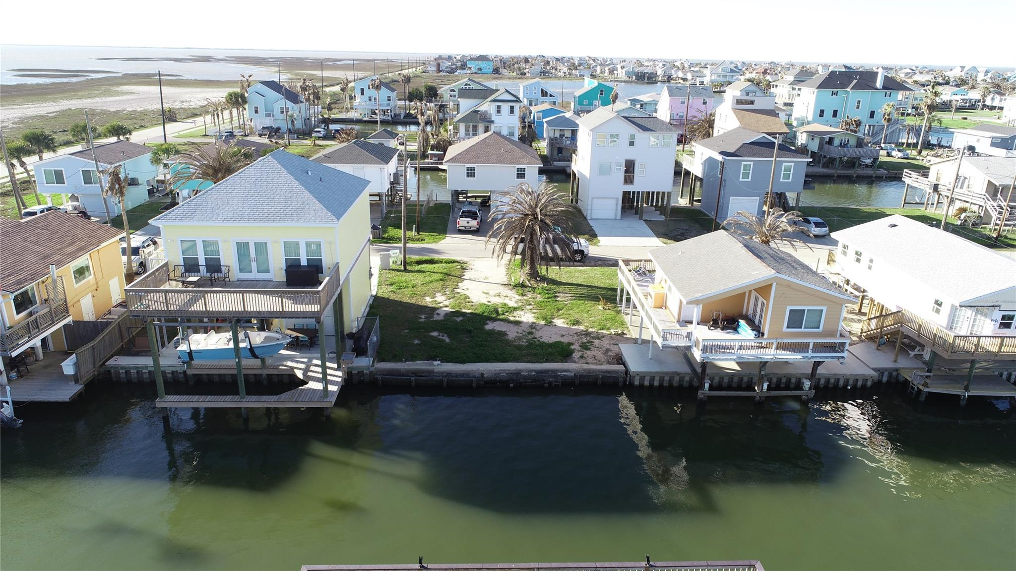 16713 Tahiti Way Property Photo - Jamaica Beach, TX real estate listing