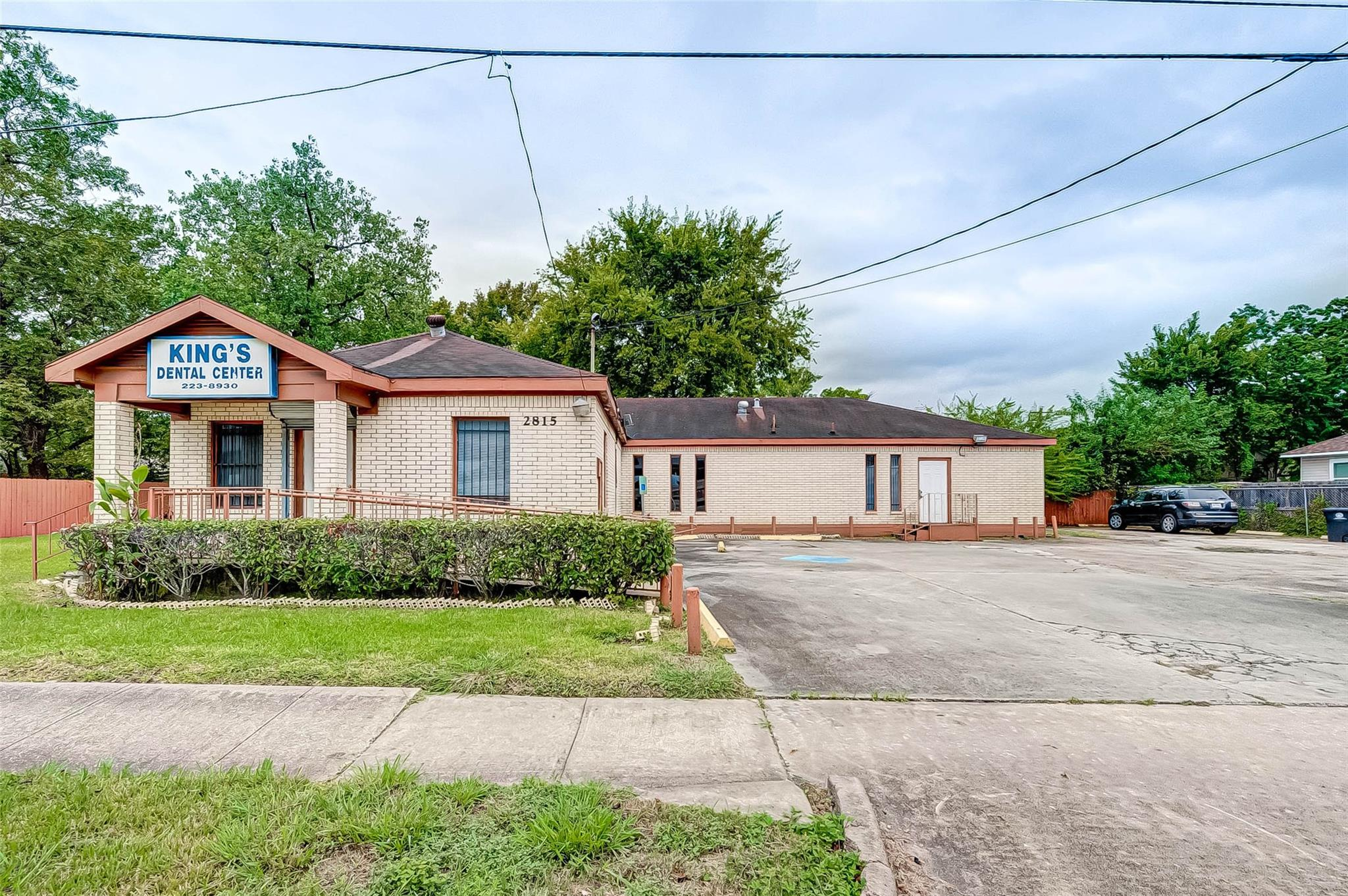 2825 Eastex Freeway Property Photo - Houston, TX real estate listing