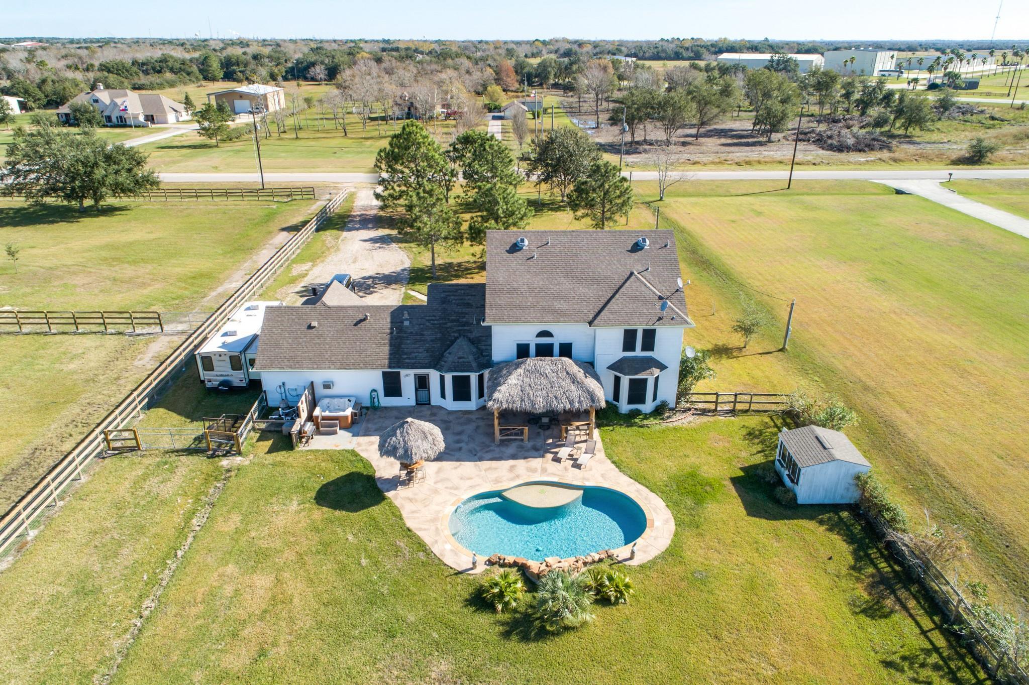 7503 Blimp Base Road Property Photo - Hitchcock, TX real estate listing