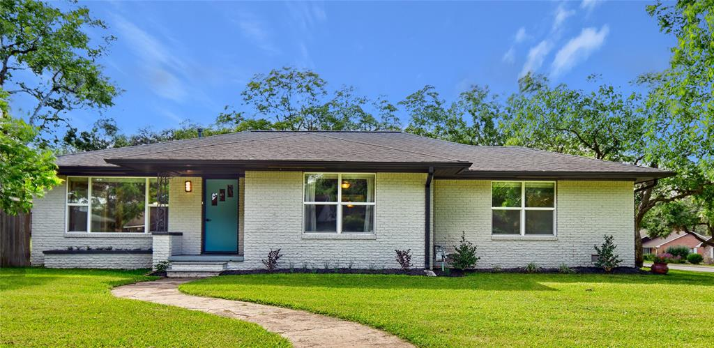 1087 S Holland Street Property Photo - Bellville, TX real estate listing