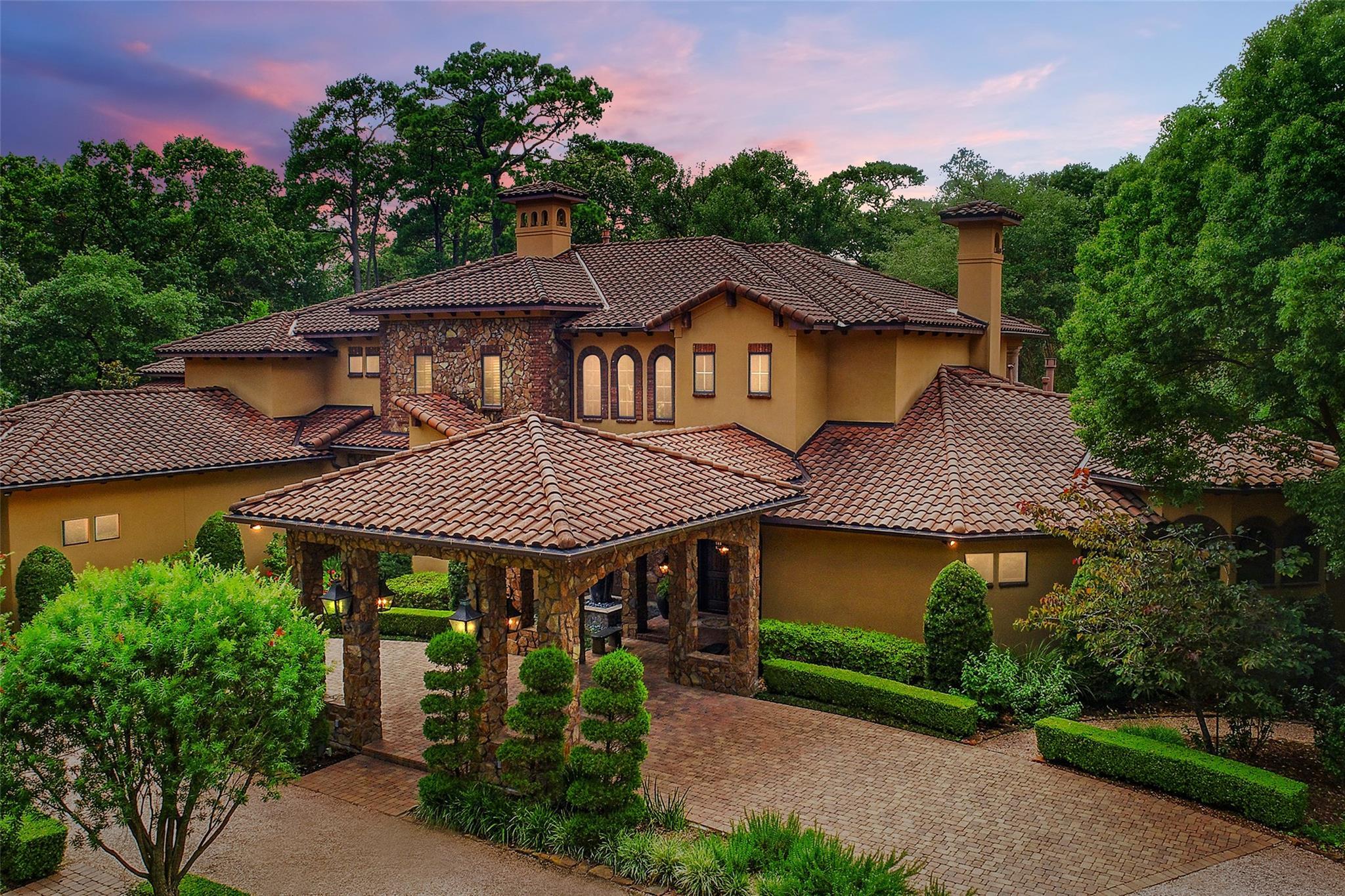 327 E Friar Tuck Lane Property Photo - Houston, TX real estate listing