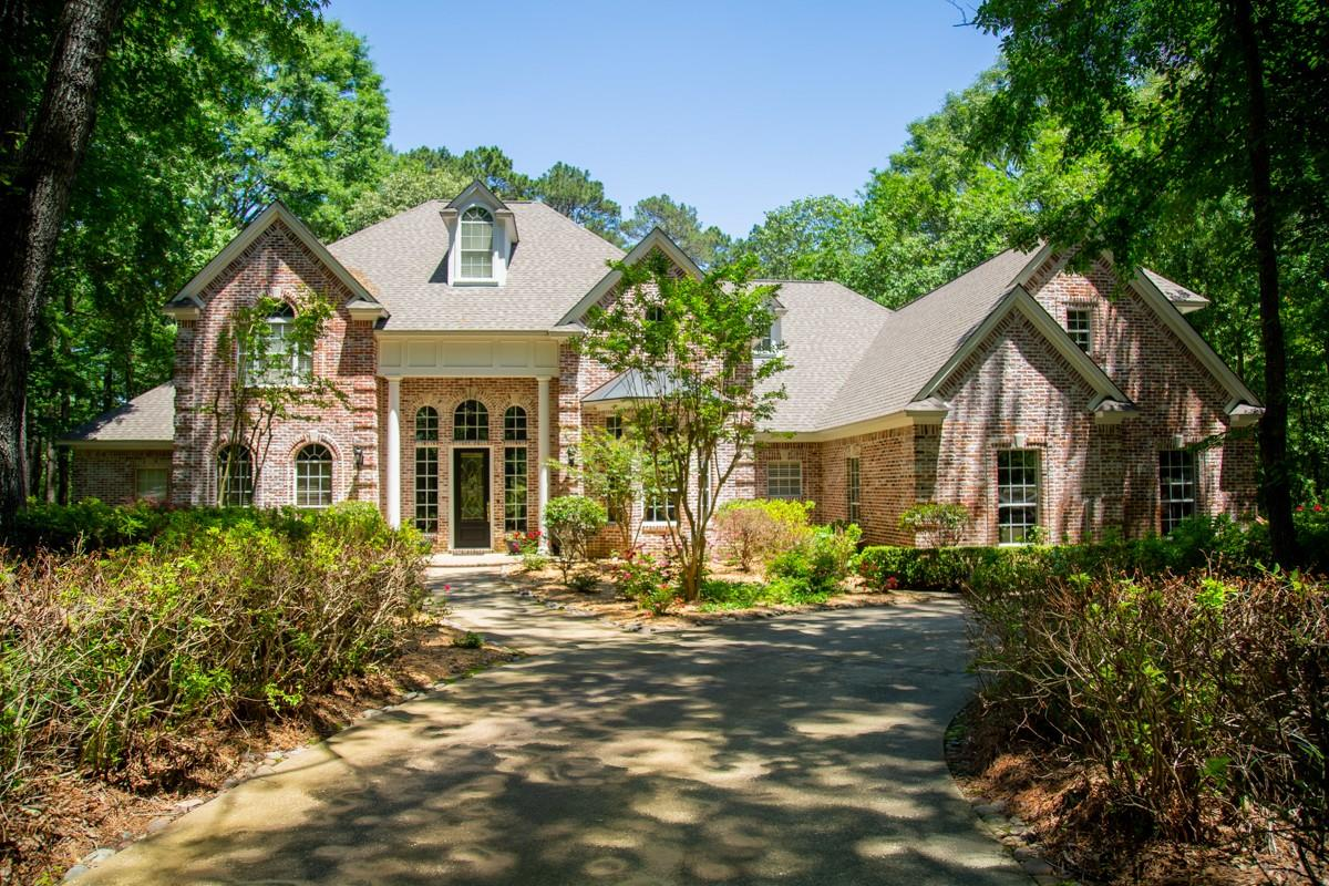902 Brentwood Drive S Property Photo - Lufkin, TX real estate listing