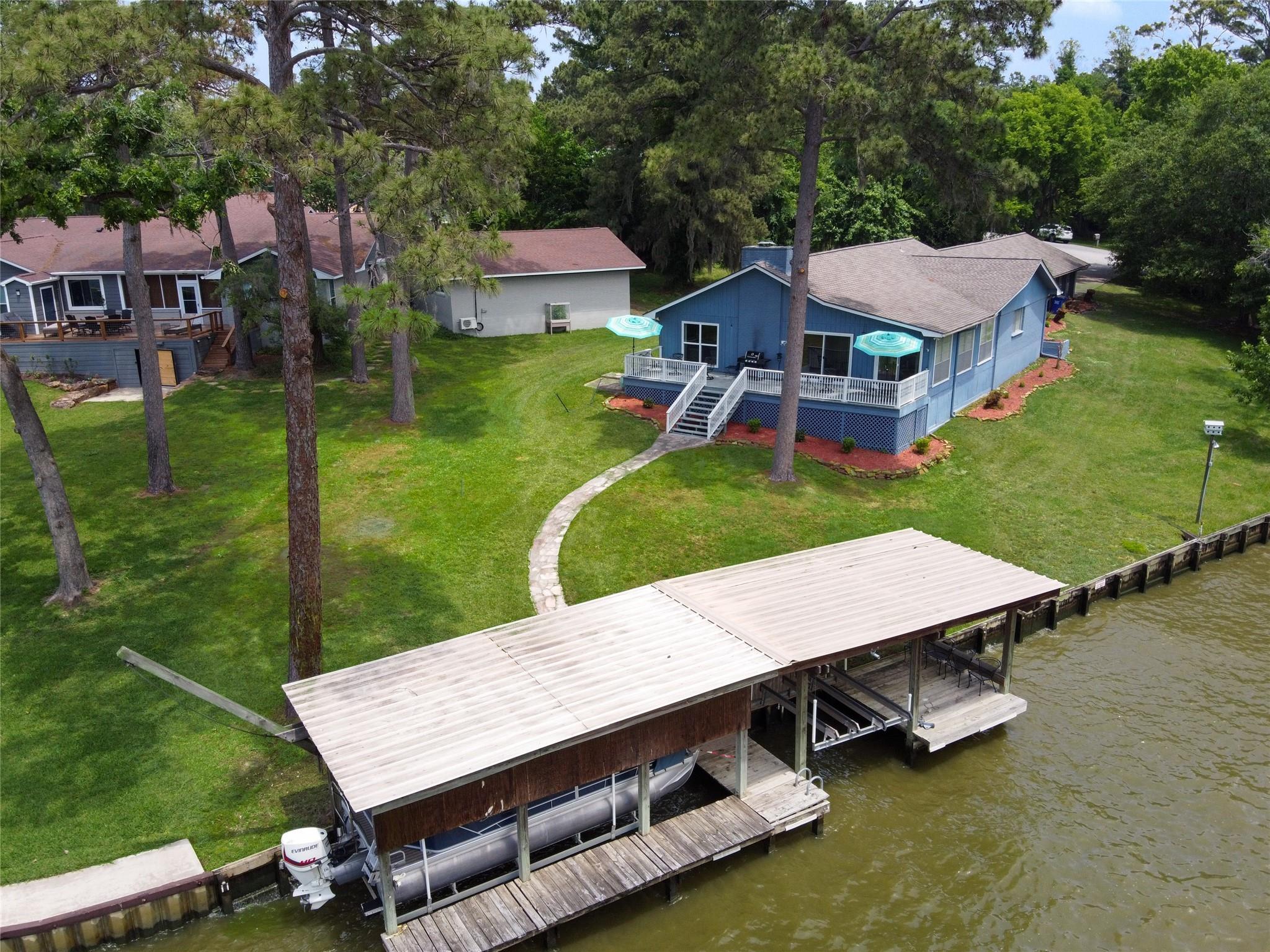 128 Shady Cove Property Photo 1