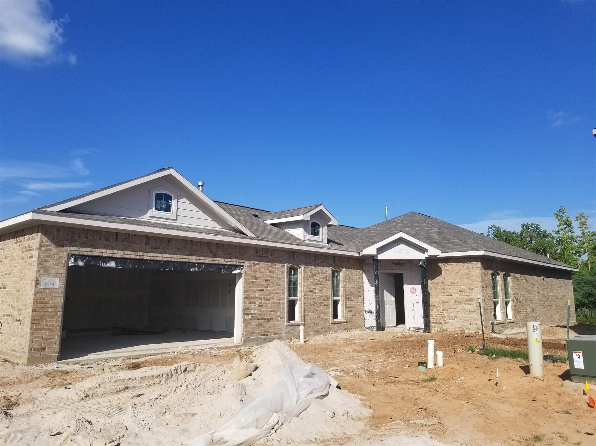 604 Wood Duck Court Property Photo - Clute, TX real estate listing