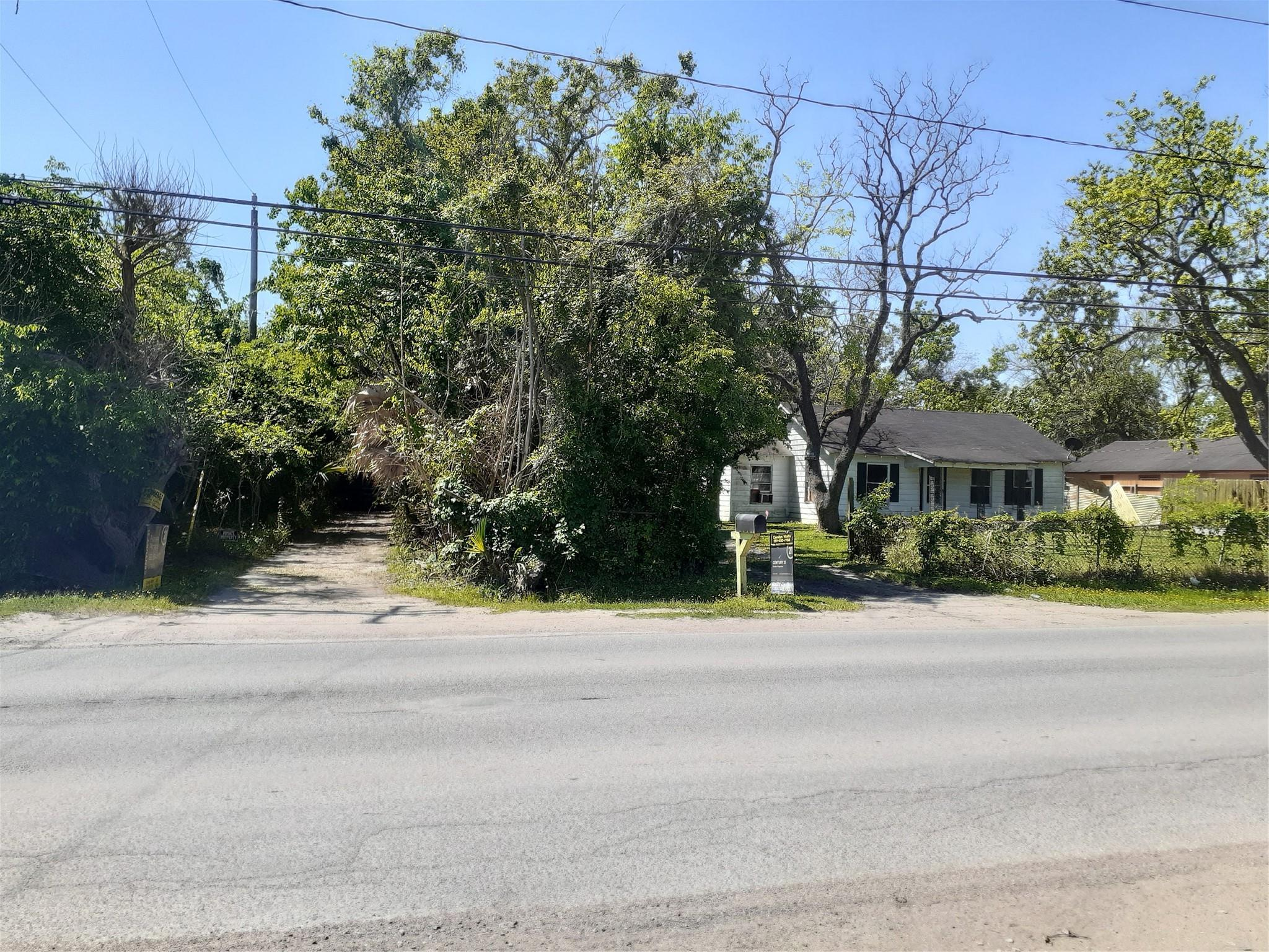 712 Hill Road Property Photo