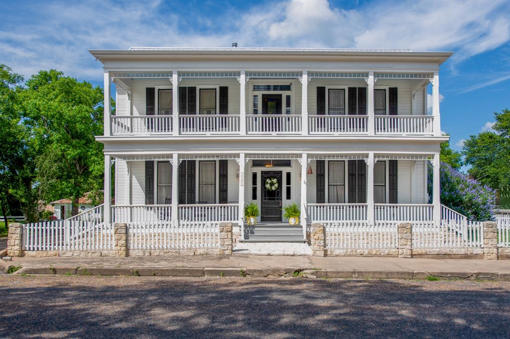 108 Church Street, Fayetteville, TX 78940 - Fayetteville, TX real estate listing