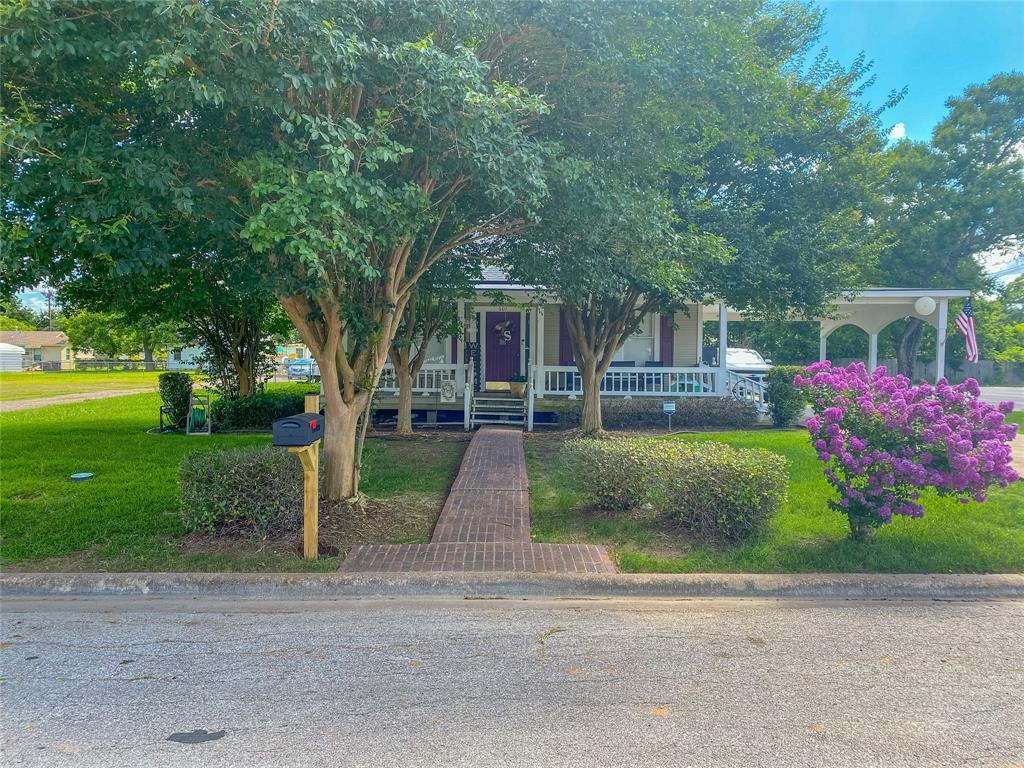 601 N Harvey Street Property Photo - Caldwell, TX real estate listing