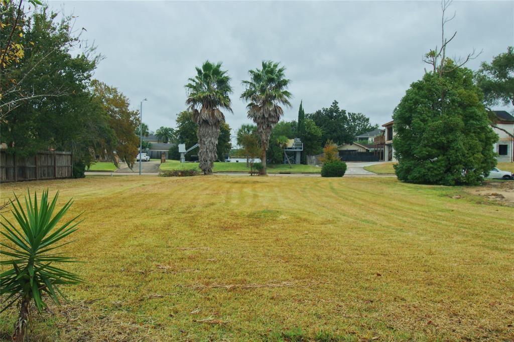 18646 Upper Bay Road Property Photo - Nassau Bay, TX real estate listing