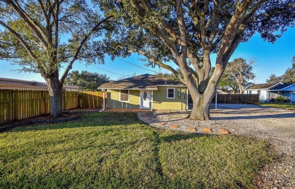 103 Orange Street Property Photo - Louise, TX real estate listing