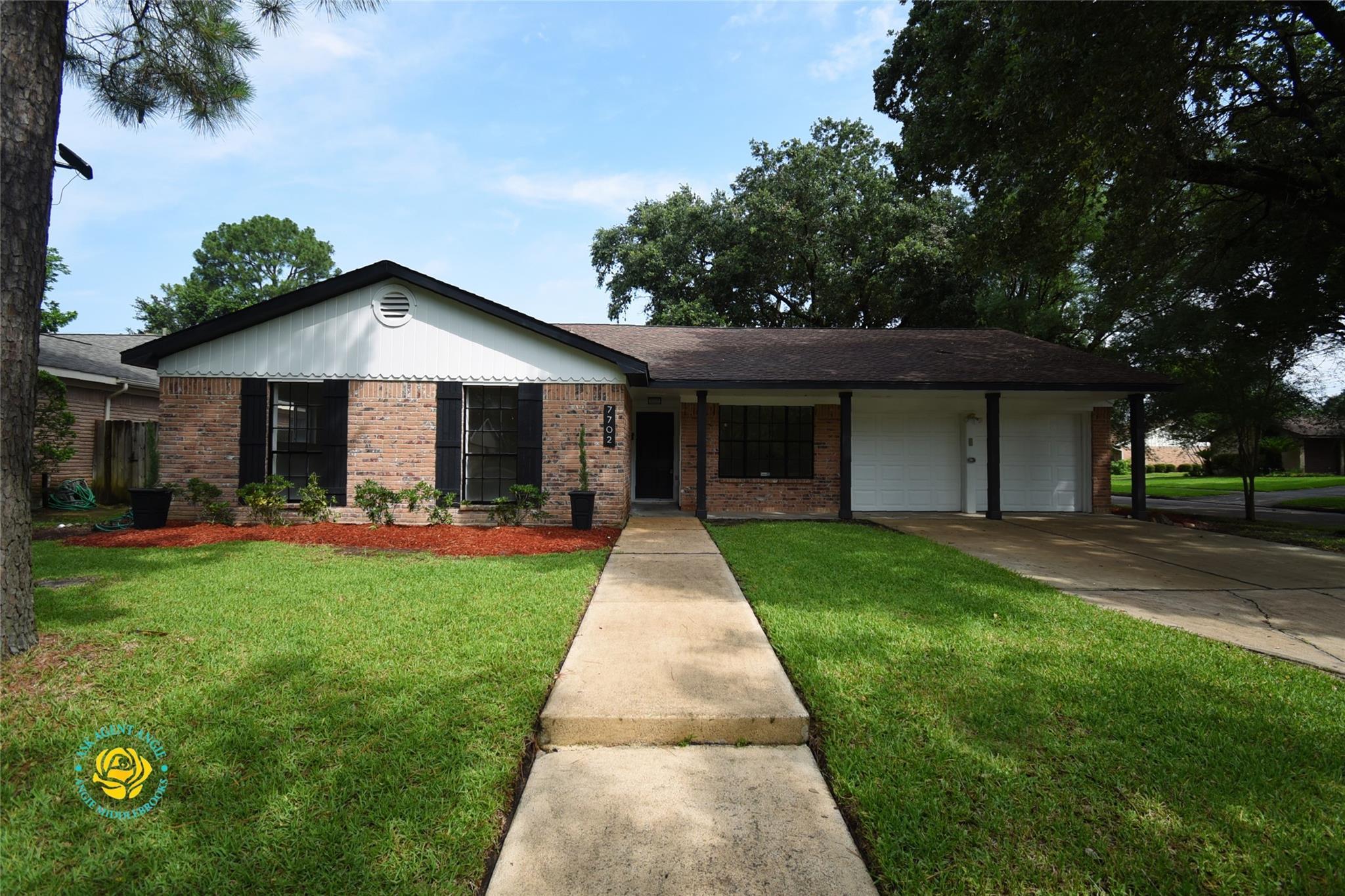 7702 Romney Road Property Photo