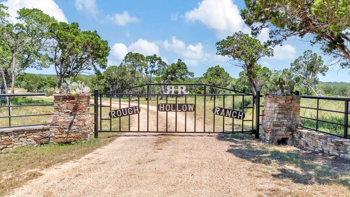 725 S Burnett Ranch Road Property Photo - Wimberley, TX real estate listing