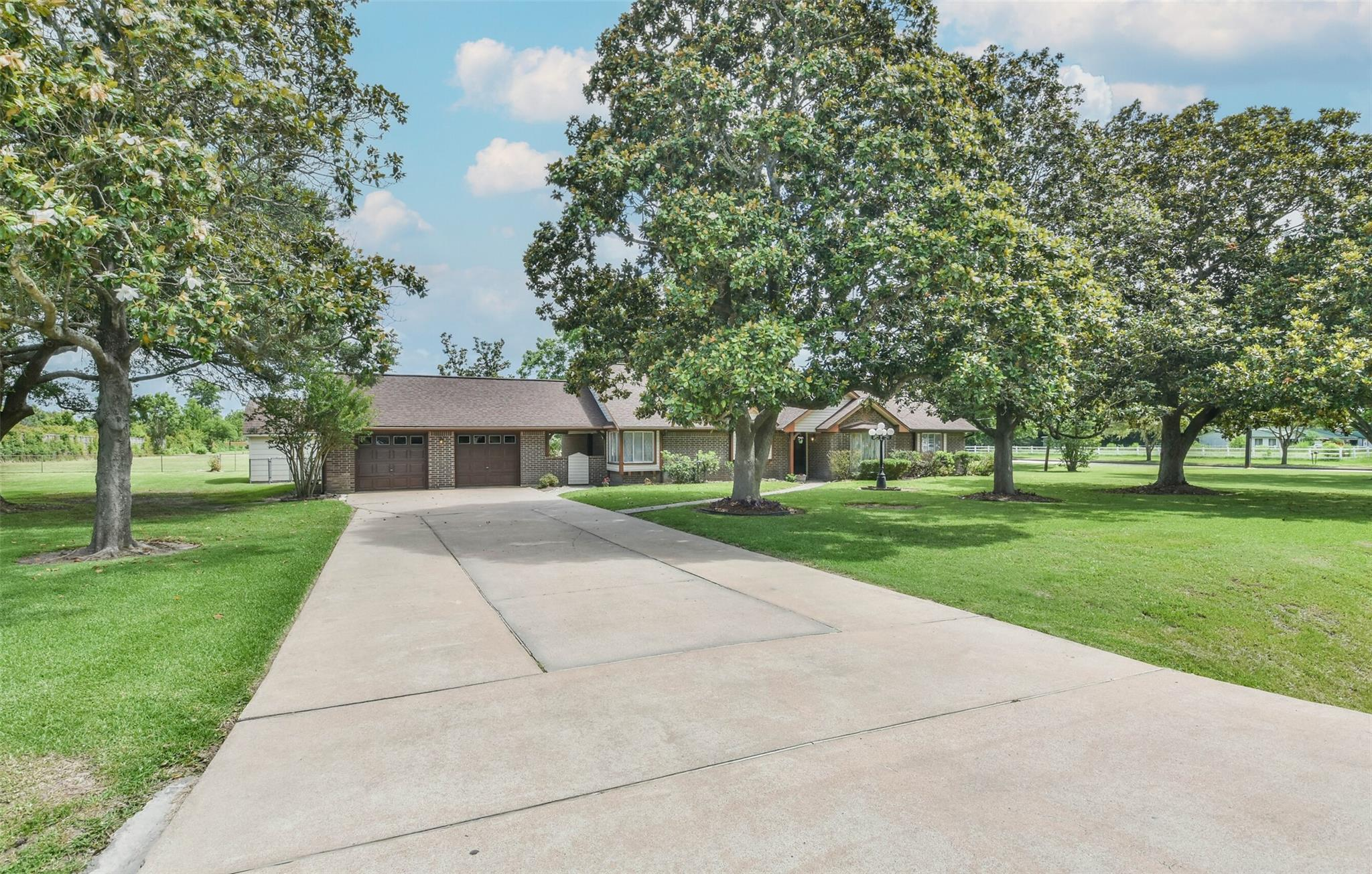 17202 Queenslake Drive Property Photo