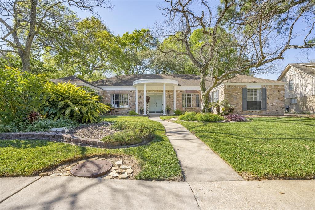 1115 Woodland Drive, El Lago, TX 77586 - El Lago, TX real estate listing