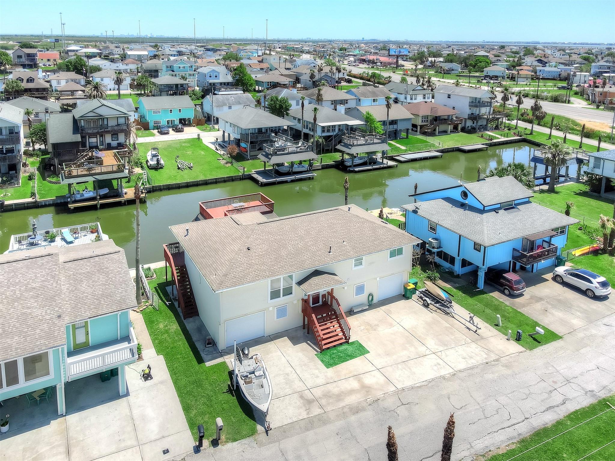 4 S White Heron Drive Property Photo - La Marque, TX real estate listing