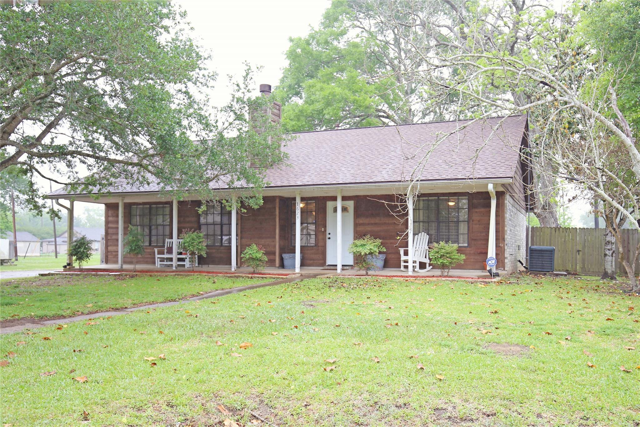 1623 Avenue H Property Photo - Danbury, TX real estate listing