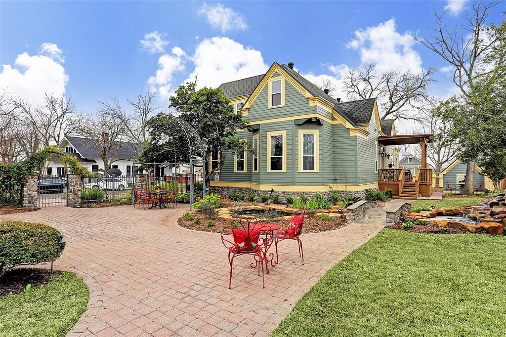 209 W Market Street, Fayetteville, TX 78940 - Fayetteville, TX real estate listing