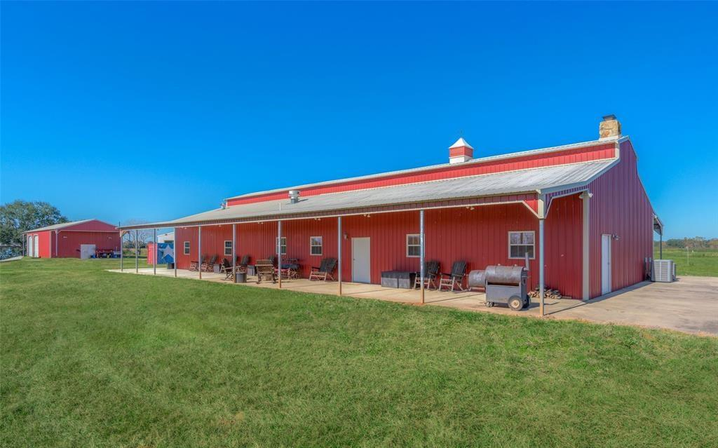 5827 County Road 18 Property Photo - Damon, TX real estate listing