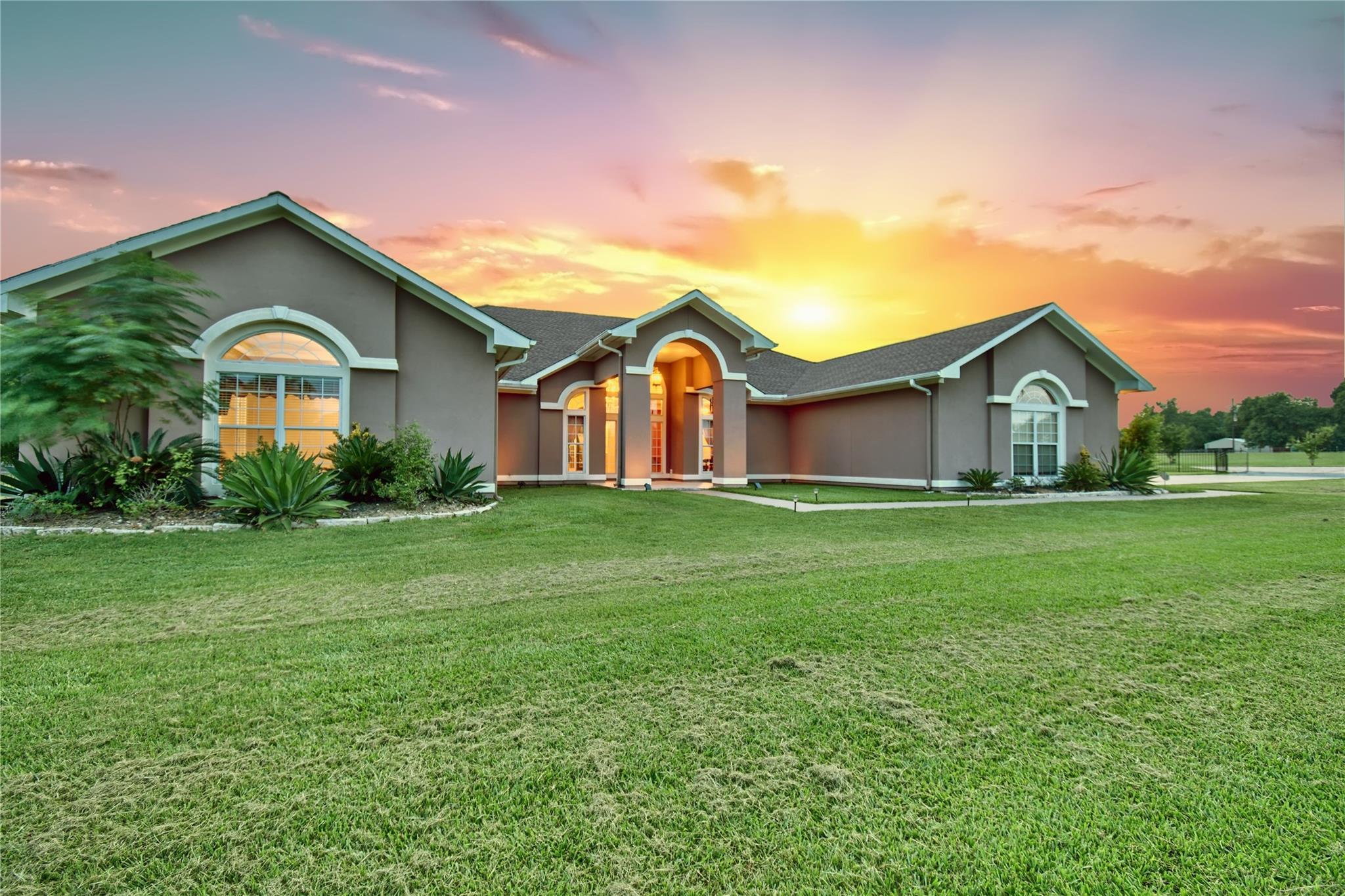 15650 Highway 6 Property Photo