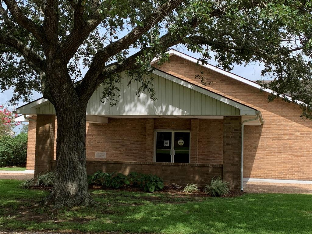 2605 West Loop Property Photo - El Campo, TX real estate listing