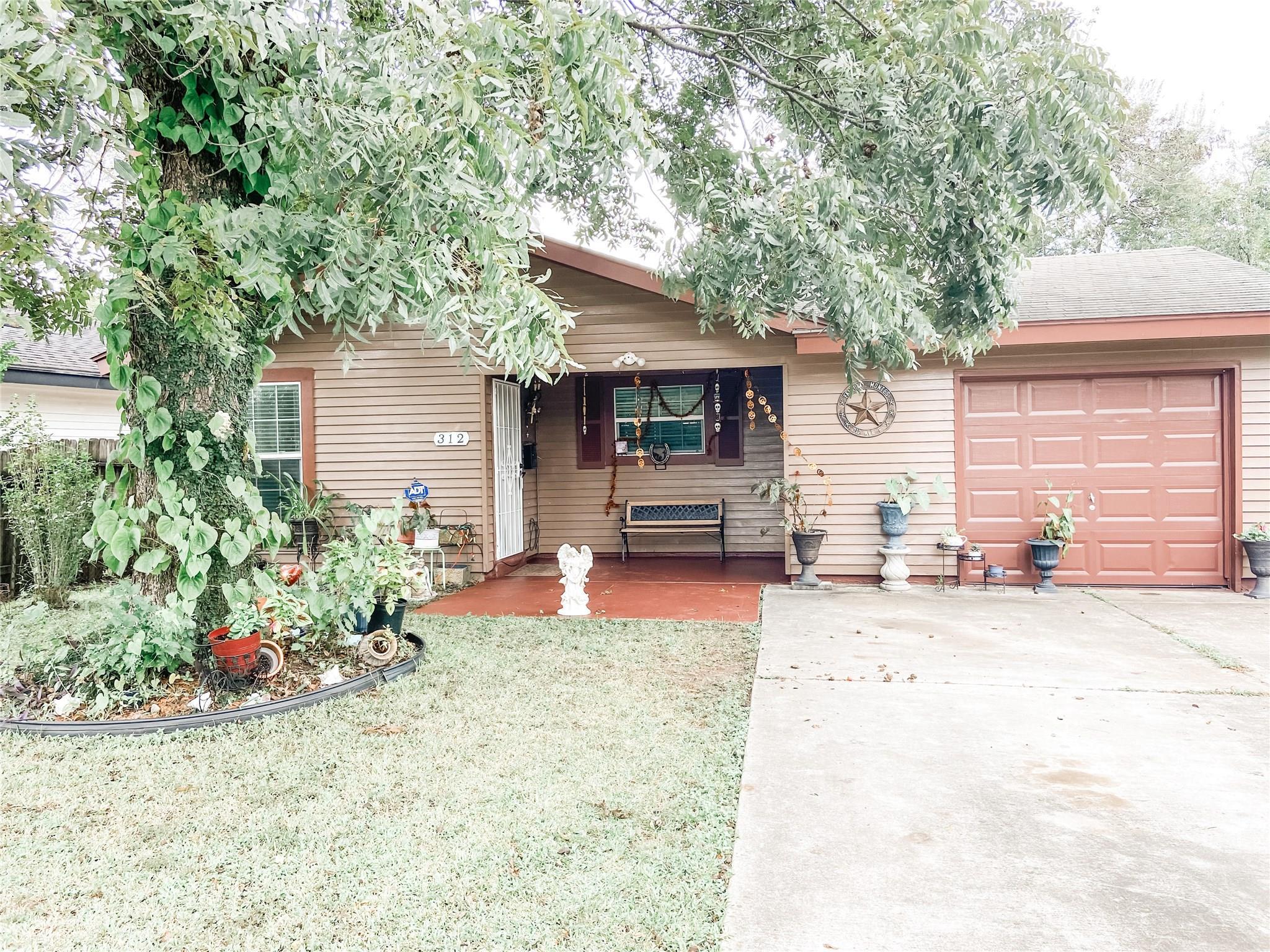 312 Avenue F Property Photo - Pasadena, TX real estate listing