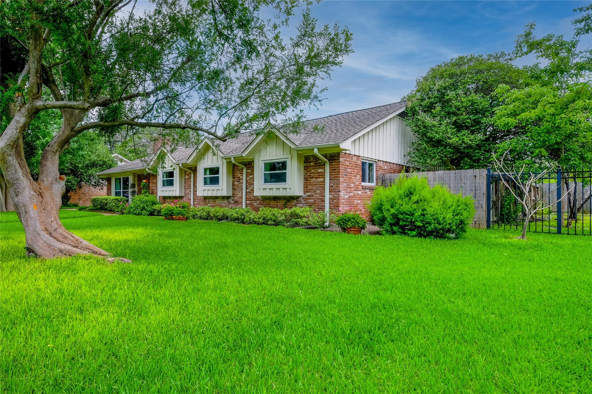7718 Hiawatha Drive Property Photo
