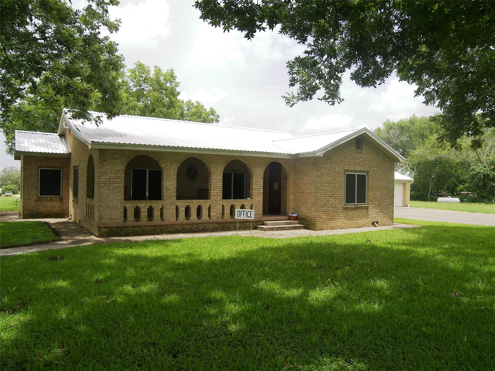 1641 N Texana Street Property Photo