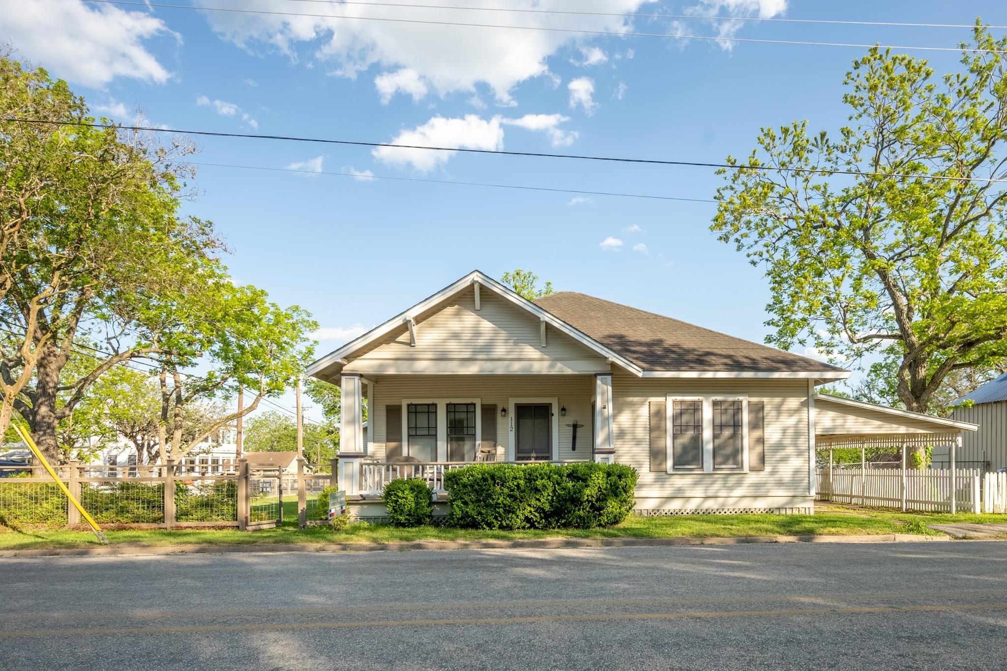 112 E Main Street Property Photo - Fayetteville, TX real estate listing