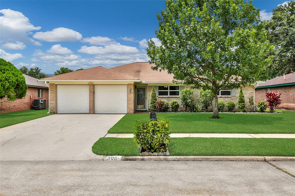 306 Kimswick Court Property Photo - Deer Park, TX real estate listing