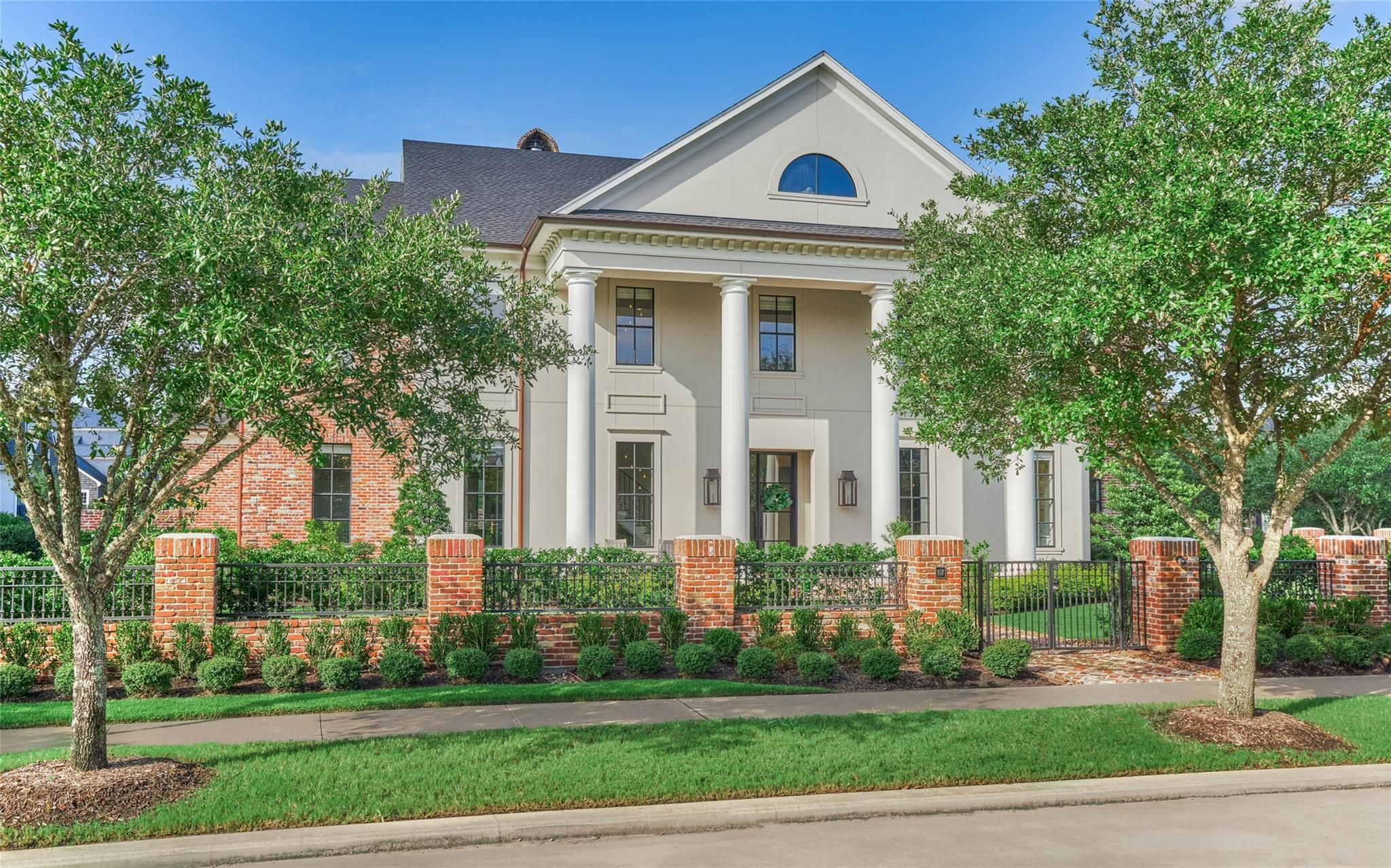 107 Colonial Row Drive Property Photo - The Woodlands, TX real estate listing