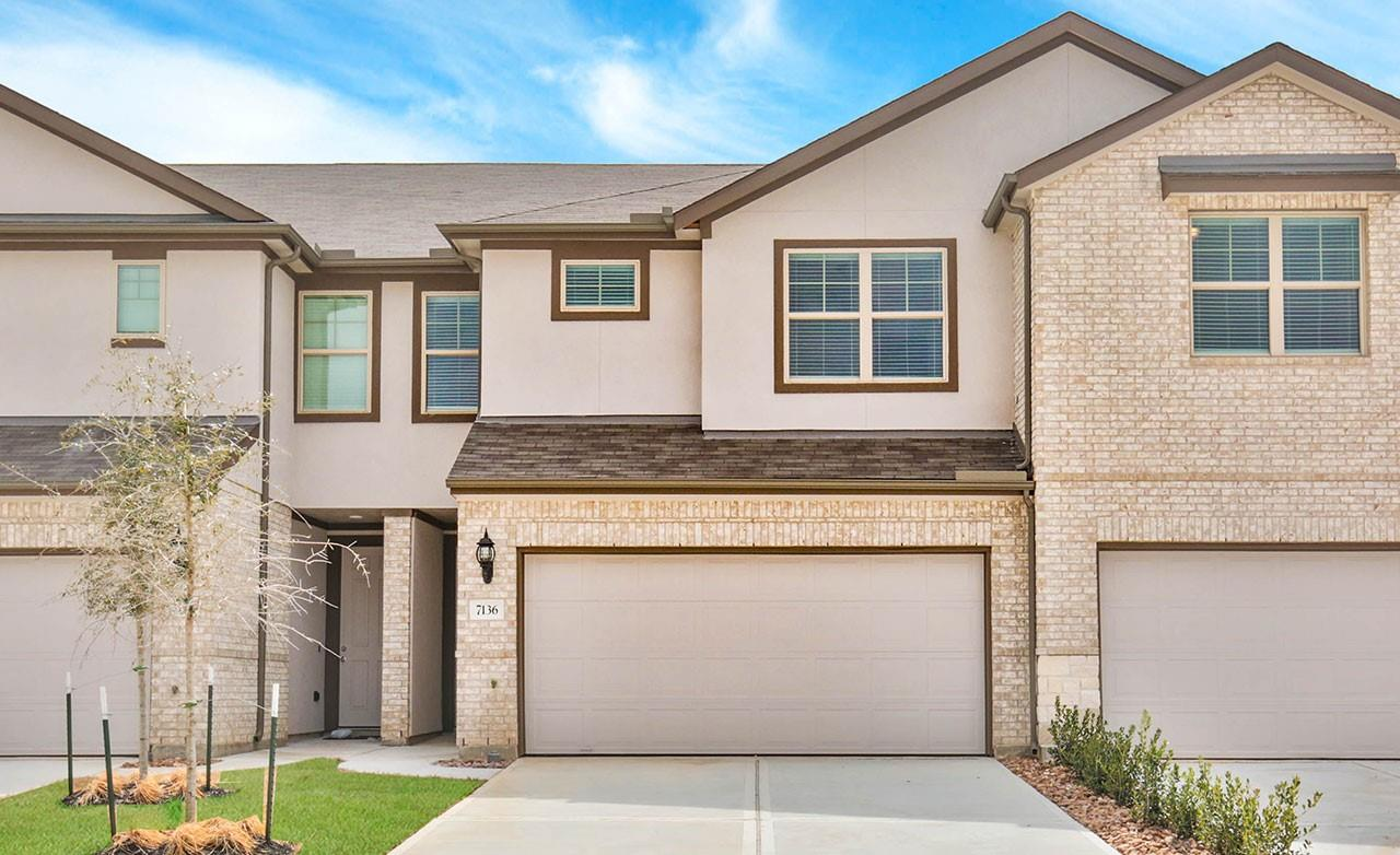 7136 Fannin Street Property Photo - Pearland, TX real estate listing