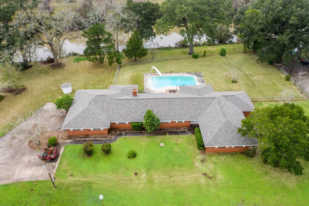 1930 E Kyle Road, Clute, TX 77531 - Clute, TX real estate listing