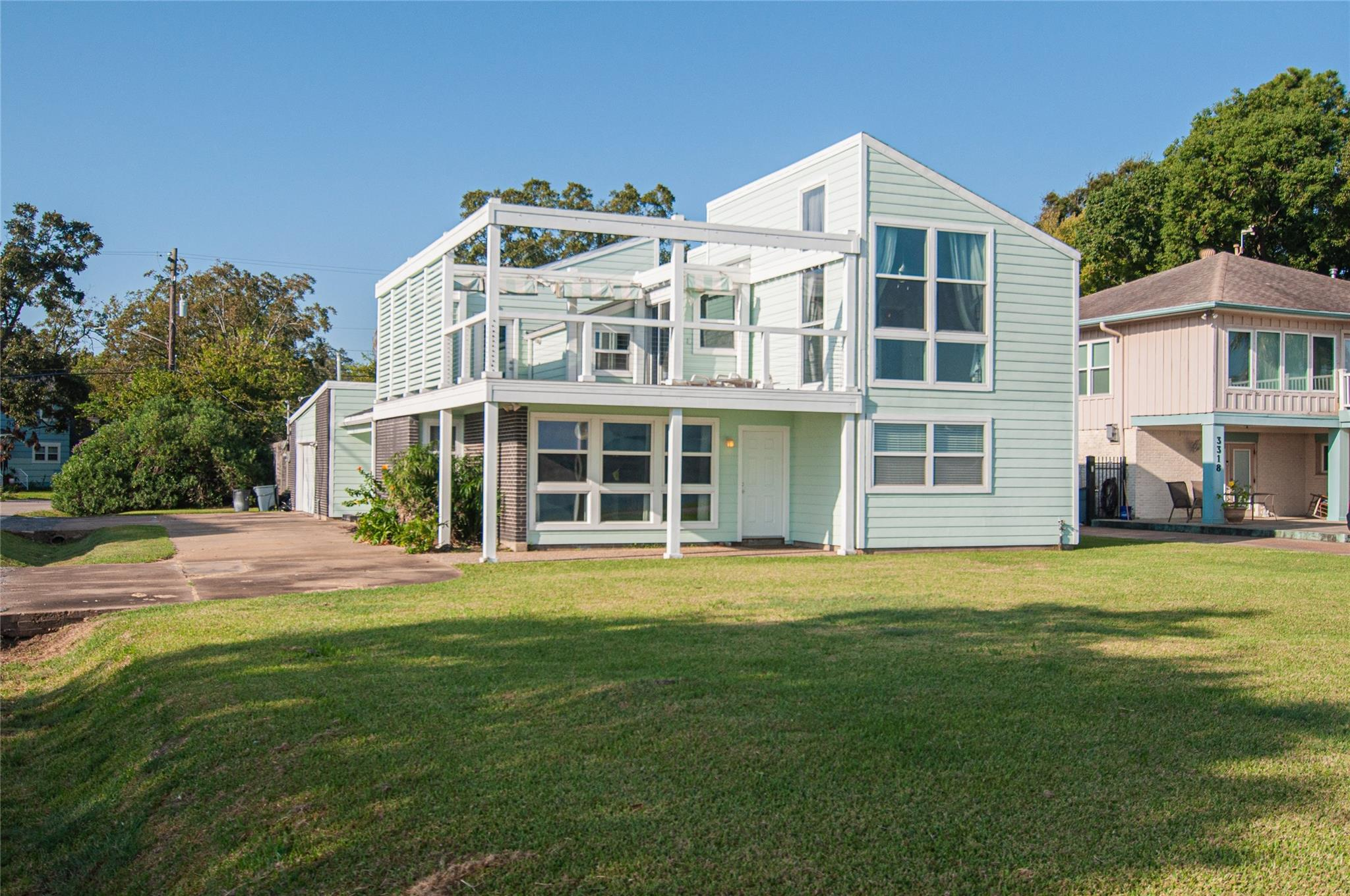 3320 Miramar Drive Property Photo - Shoreacres, TX real estate listing