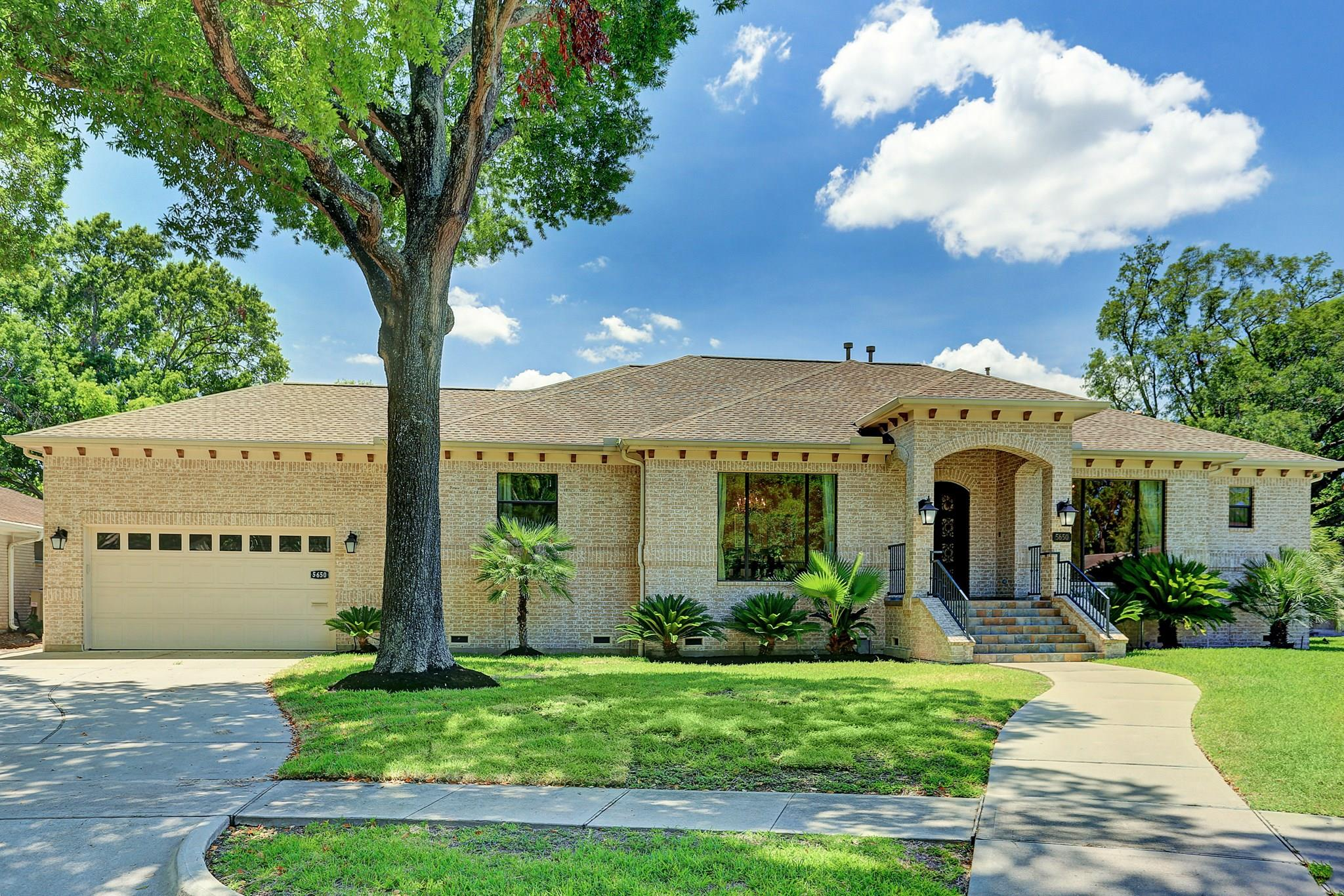 5650 Dumfries Drive Property Photo - Houston, TX real estate listing