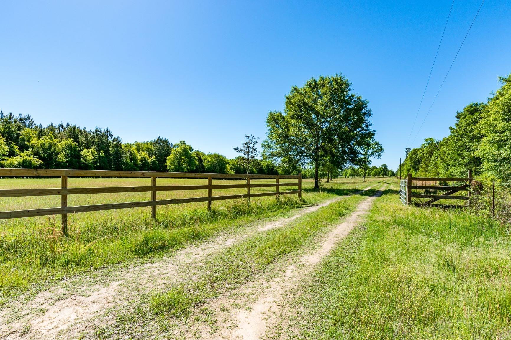 4401 Lee Turner Road Property Photo - Cleveland, TX real estate listing