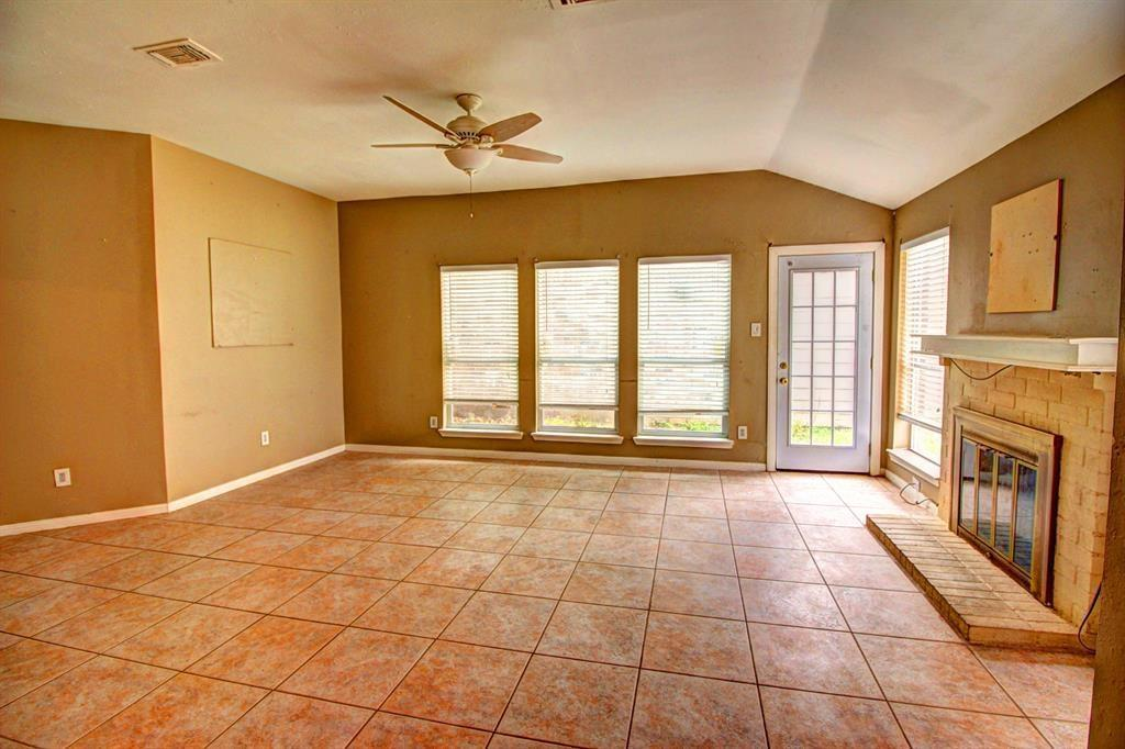 11818 Plumpoint Drive Property Photo - Houston, TX real estate listing