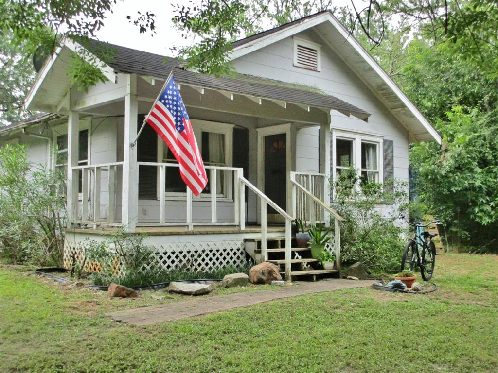8303 County Road 171 Property Photo - Liverpool, TX real estate listing